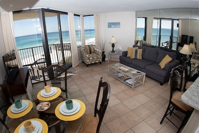 Ocean front condo with fantastic views!