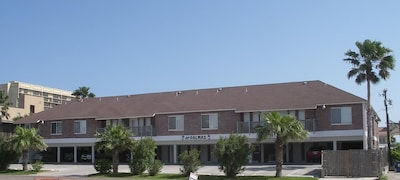 103 East Marlin Welcome This property is registered with the City of South Padre Island Permit number is 2015-UG0PZT