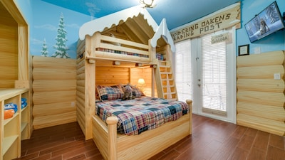 Frozen themed room - full bed on bottom and twin on top