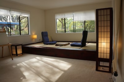 Sunny and peaceful tatami room - an inviting spot for tea, wine, talk, and Yoga.