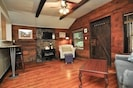 Strong Internet , Cable Tv ,charm and comfort in this 650sf cabin