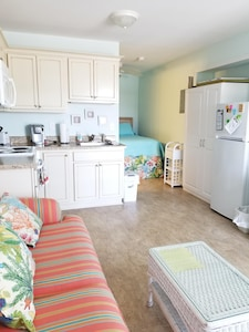 Clean, Beautiful  Bright Studio Condo With Extras For Your Perfect Vacation!!!!