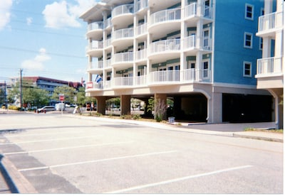 Seaside Condo with covered parking, Ocean City, MD