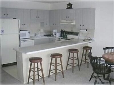 The fully furnished kitchen.