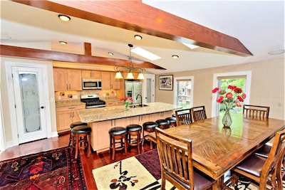 Spacious Luxury Penthouse Condo two blocks from the heart of downtown Saratoga!