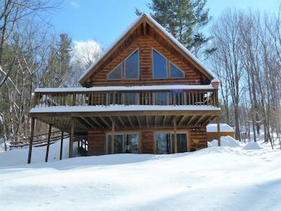 Pet Friendly, Quiet Neighborhood, Cozy lower level cabin
