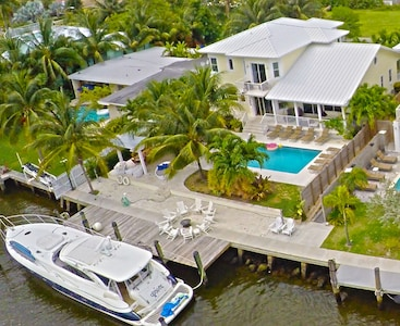 5 Bdrm 7 Bed Luxury Villa with Optional use of Private Yacht for guests