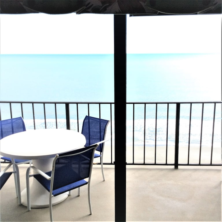 Oceanfront Picturesque Condo_Vivid Decor- Quiet Building