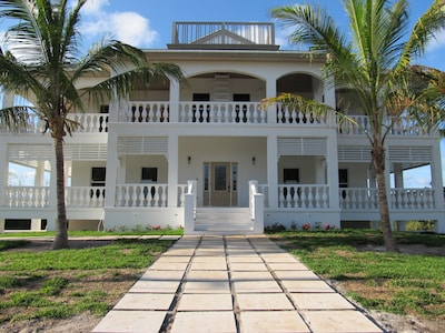 Whel-Appointed Villa Custom Built For 1 or 2 Couple's In Mind and Small Families