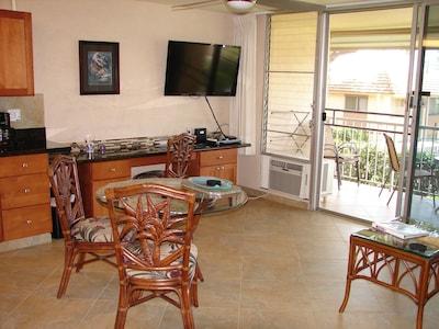 Lounge looking to lanai