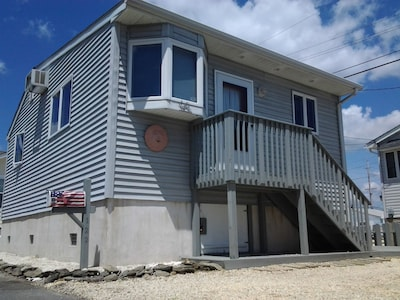 Newer, Updated Mint Home. One Block to Beach & One Block to Bay!