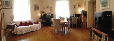 La colazione è servita in sala comune o, più comodamente, in camera.