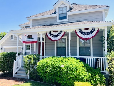 ADORABLE Cottage, in Historic Sonoma Plaza District.  Steps to everything needed