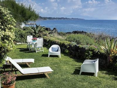 Casa Busà boasts a private garden bordering the lava rocks and the sea
