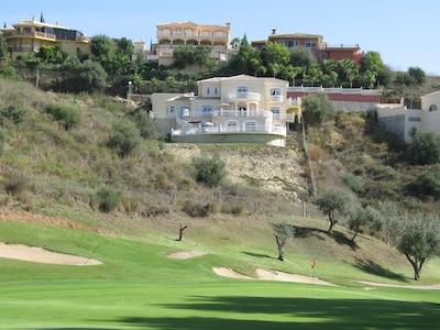 Villa de lujo en Mijas Golf con frontline golf y espectaculares Vistas montaña