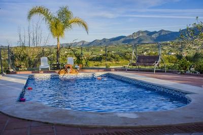 Típica villa andaluza en precioso entorno con Piscina, Barbacoa y Jacuzzy