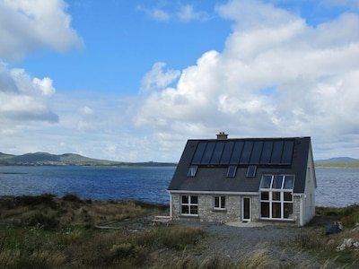 Eco friendly house with majestic views of the sea and mountains of Connemara