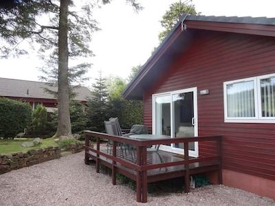 Lodge Sleeps 4 People -Veranda Patio Decking Area- Rear enclosed Garden
