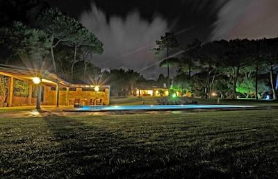 VILLA AVEC PARC DE LUX, 8.000M2 de L'HERBE et GRAND PISCINE   7 x 14m COLARES _ SINTRA