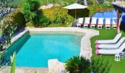 Swimming-pool & garden
