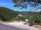 Entrée du mas par un chemin privé de 900 mètres