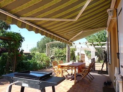 Terrasse couverte  avec store banne- plancha