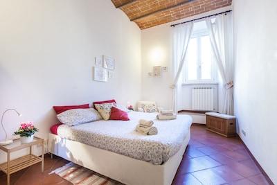 The master bedroom. La chambre à coucher au 1 niveau.