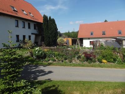 Unterkunft mit einem Teil des Gartens