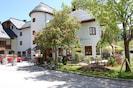 Appartementhaus mit Hotel Kirchenwirt im Zentrum