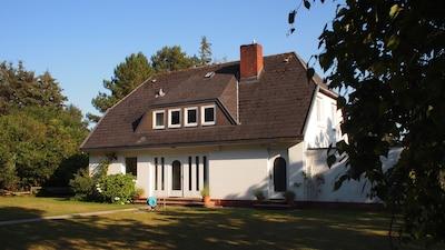 Unser Ferienhaus am Strunwai 9 in Nebel auf Amrum. Ferien für die ganze Familie!
