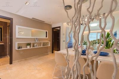 Nuevo apartamento con piscina, gimnasio y excelentes vistas al mar cerca de Marbella Elviria