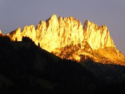 Gegenüberliegend Berge am Abend