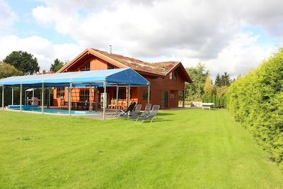Blick vom Garten auf das Ferienhaus
