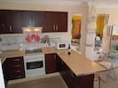 Moderne Küche mit allen Elektrogeräten