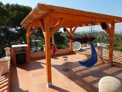 Dacharea mit Blick auf die Bucht, Relax in der Hängematte, Soundsystem, Freezer