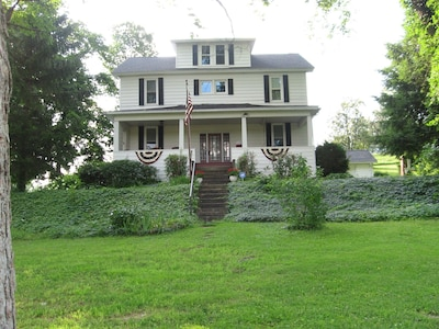 Shoff-Read Central Pennsylvania Century Farmhouse Vacation Rental