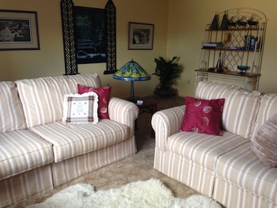 Relax Above The City In Spacious Accommodations With Gorgeous Views-Pets Welcome
