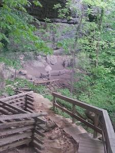 walking trails at Natural Arch