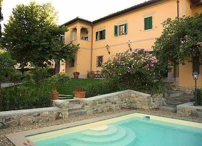 Ponte Agli Stolli: Villa con Piscina e Giardino Privati nel Chianti