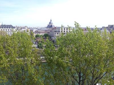 BEAUTIFUL VIEW ON ILE SAINT-LOUIS