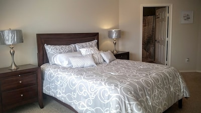 3rd floor Master Bedroom with a brand new queen size bed.
