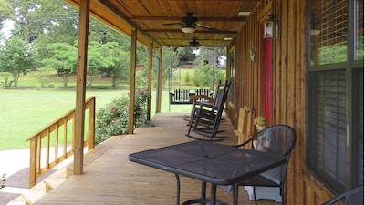 Front Porch...relax in the East Texas Pineywoods