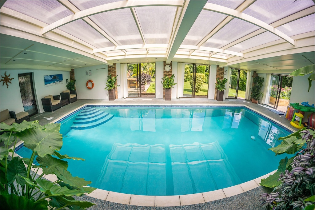Heated Indoor Pool Spa Countryside Holiday Cottage Near The Beach Park Hastings