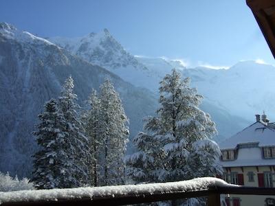 vue du balcon en hiver avec un 180° sur toute la chaîne du Mt Blanc....sublime !