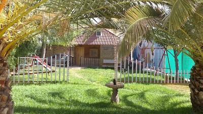 bungalow ideal para familias con niños, aparcamiento y pistas deportivas