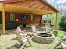 The ultimate back patio. 6 person hot tub, smart tv, firepit, privacy.