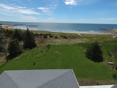 This is the house and thats the beach 100ft away. no house in the area is closer