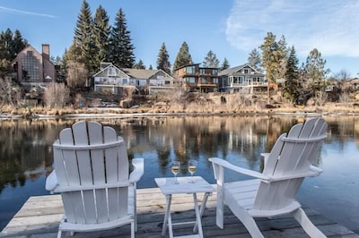 Sit back and relax on the dock...Beautiful Deschutes River