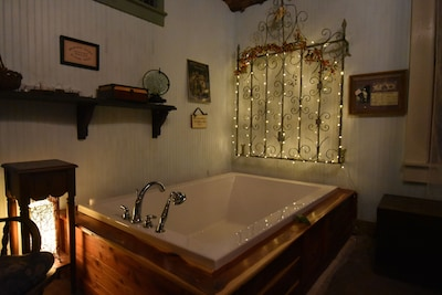 """Luxurious 70"""" tub for two"""