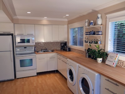 Lots of counter space!!